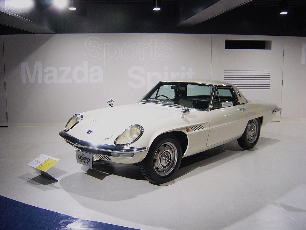 Mazda Cosmo Sport w salonie