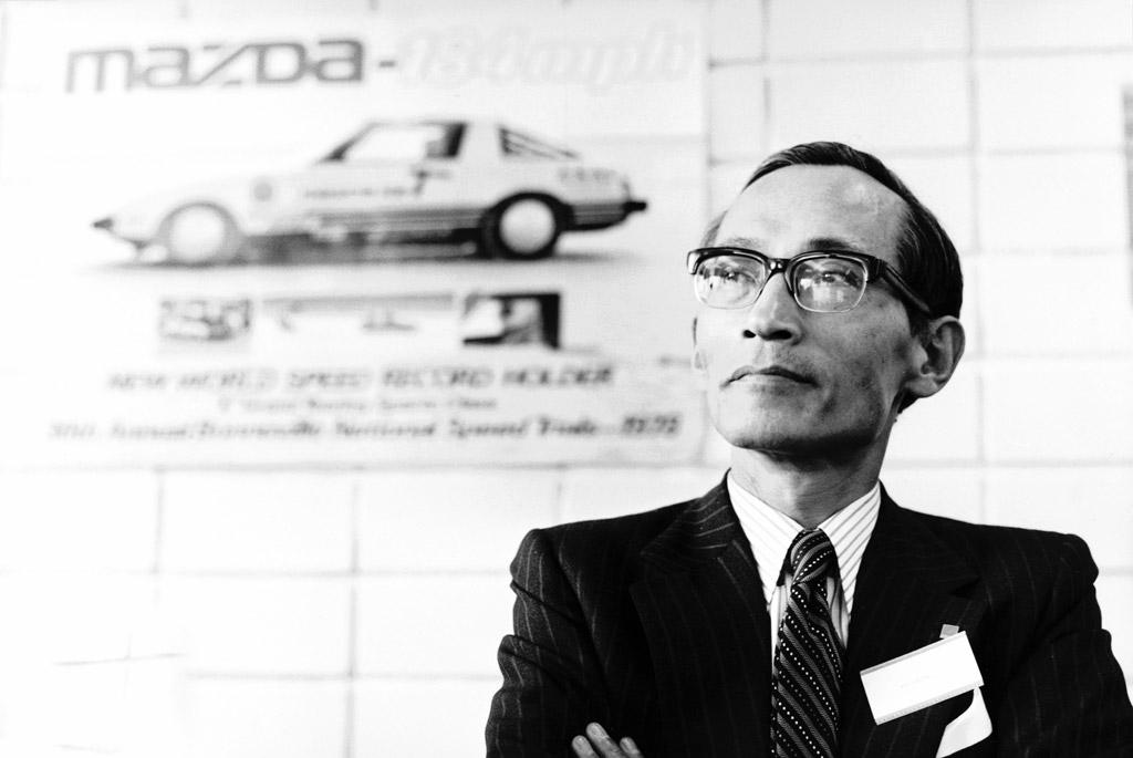 Kenichi Yamamoto czyli Mr. Rotary pracujący nad silnikiem Wankla