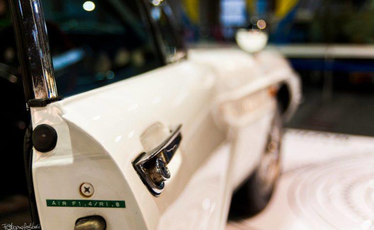 Mazda Cosmo Sport zbliżenie na drzwi kierowcy