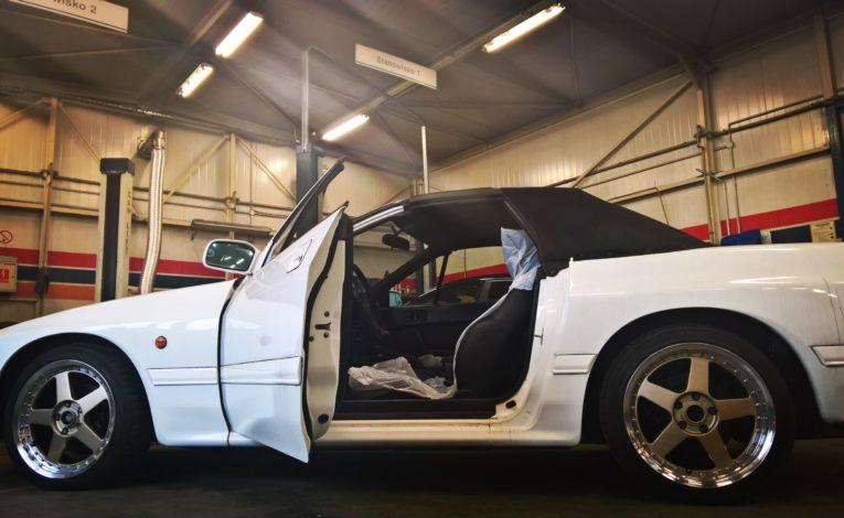 Mazda RX7 drugiej generacji - auto detaling w ASO Mazda Warszawa Gołembiewscy
